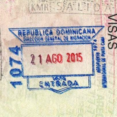 <Таможенный штамп: Доминиканская республика; Главное управление по вопросам миграции; Международный аэропорт Пунта-Кана; въезд; 21 августа 2015; 1074.>